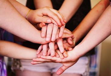 Many_Hands_(16859686419)