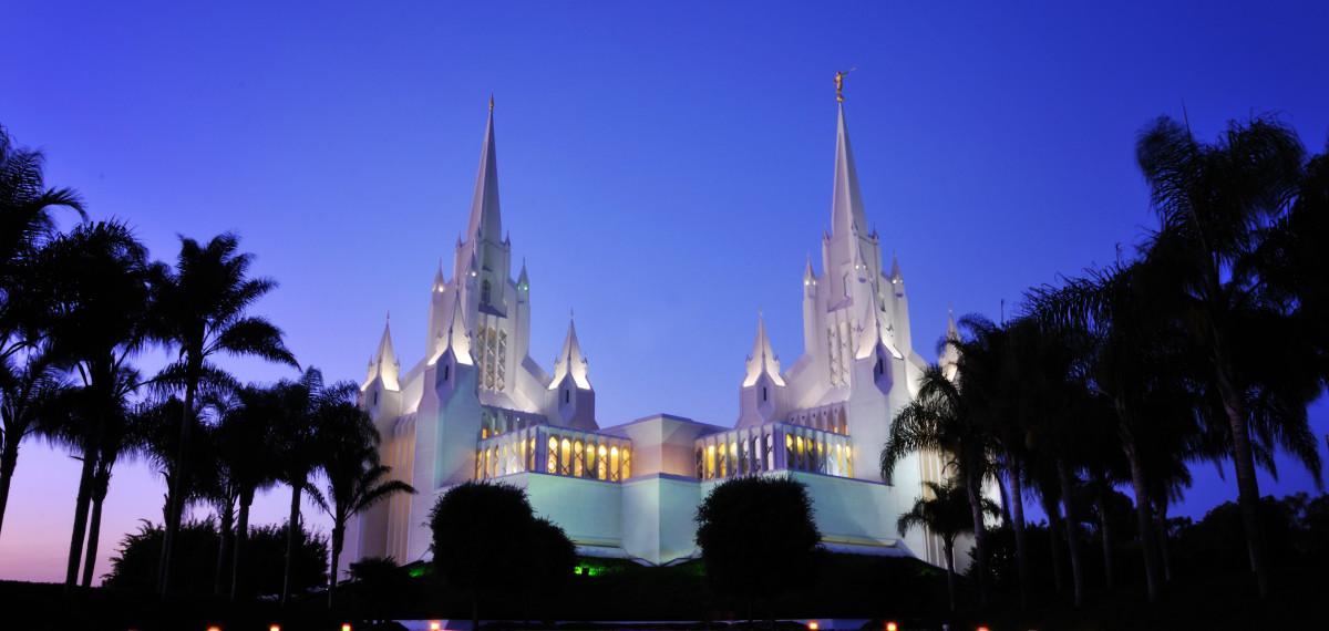 San_Diego_LDS_Temple,_twilight