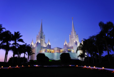 San_Diego_LDS_Temple,_twilight